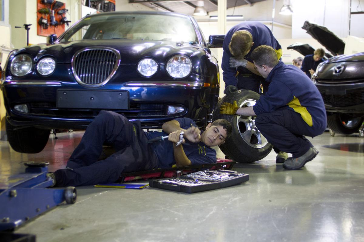 Cicle Formatiu de Grau Mitjà d'Electromecànica de vehicles automòbils